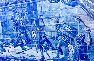 Blue and white tile painting of soldiers fighting with battle axes.